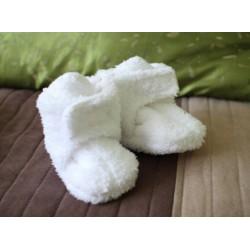 Chlpaté flísové papučky - capačky biele 0-6m
